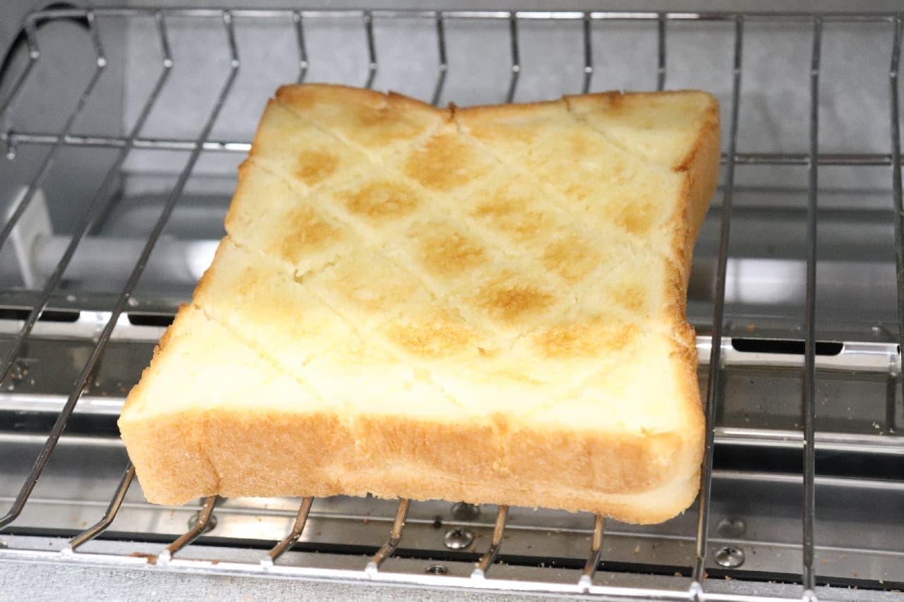 """""""切れ目""""と""""予熱""""が決め手!バタートーストの美味しい作り方"""