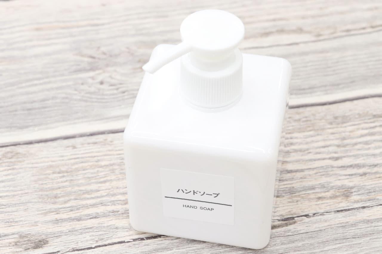 洗面台をホテル風のホワイトに--無印「白磁シリーズ」のコップや歯ブラシスタンド