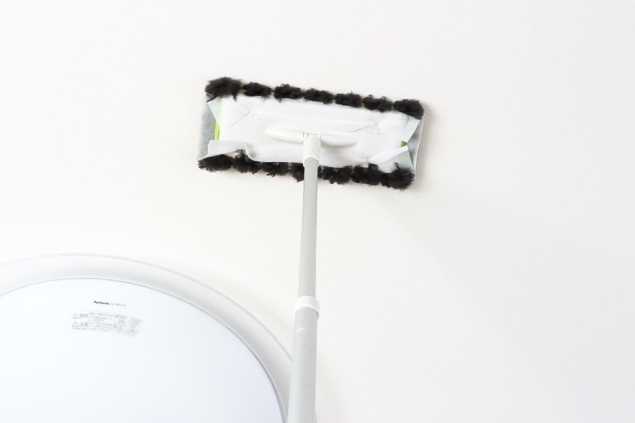 床掃除をしっかり隅っこまで--長い毛足でホコリをからめ取る「クイックルワイパー もふもふシート」