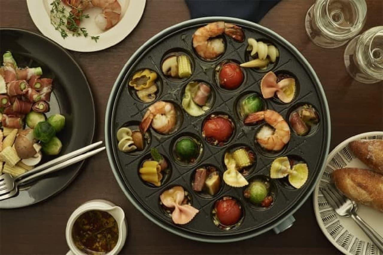 Toffyからマルチな「電気グリル鍋」--、鍋料理やチーズフォンデュに、たこ焼きプレートも