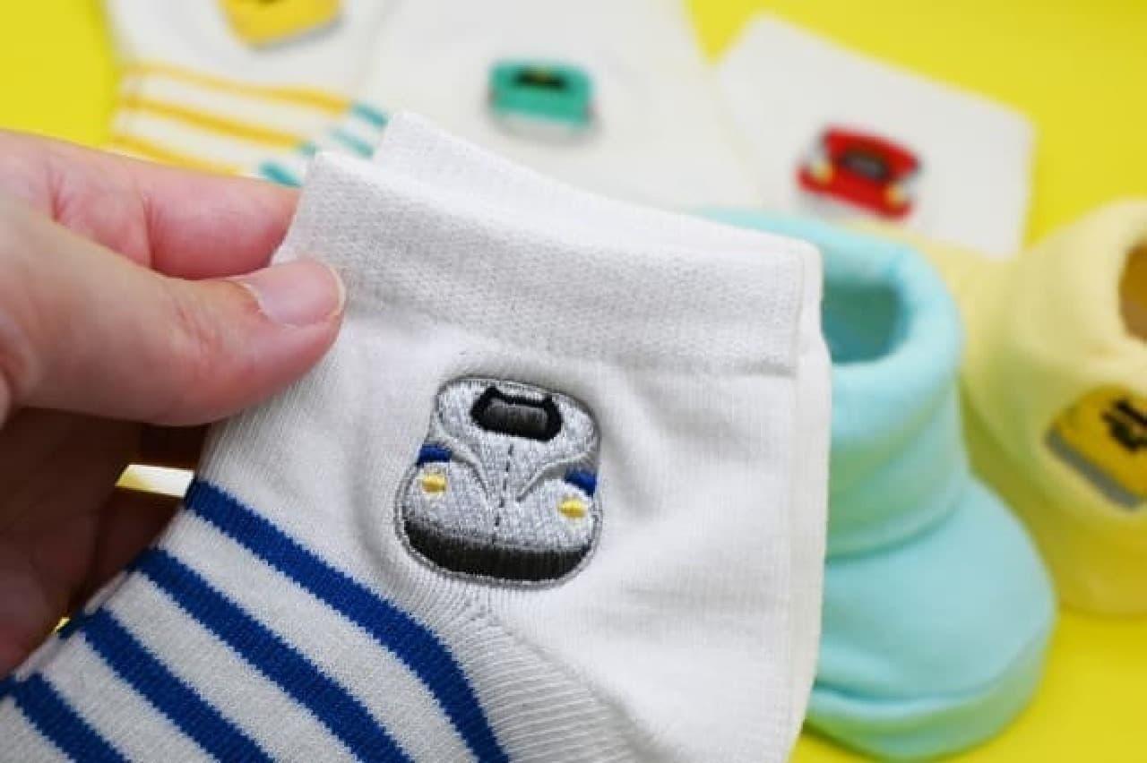 帰省や旅行のお土産に--人気の新幹線の刺繍が付いたキッズ&ベビーソックス