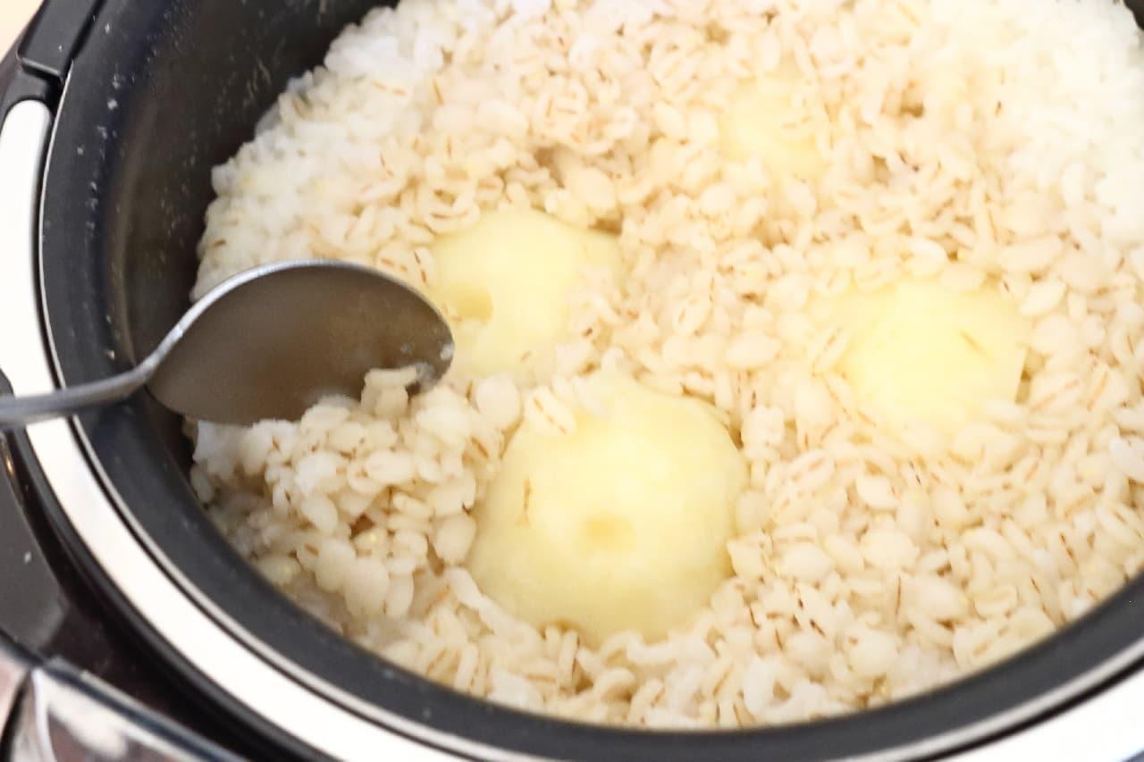 ステップ3、お米と同時に炊飯器で!ジャガイモの簡単調理法--ほくほく食感、ポテサラやじゃがバターに