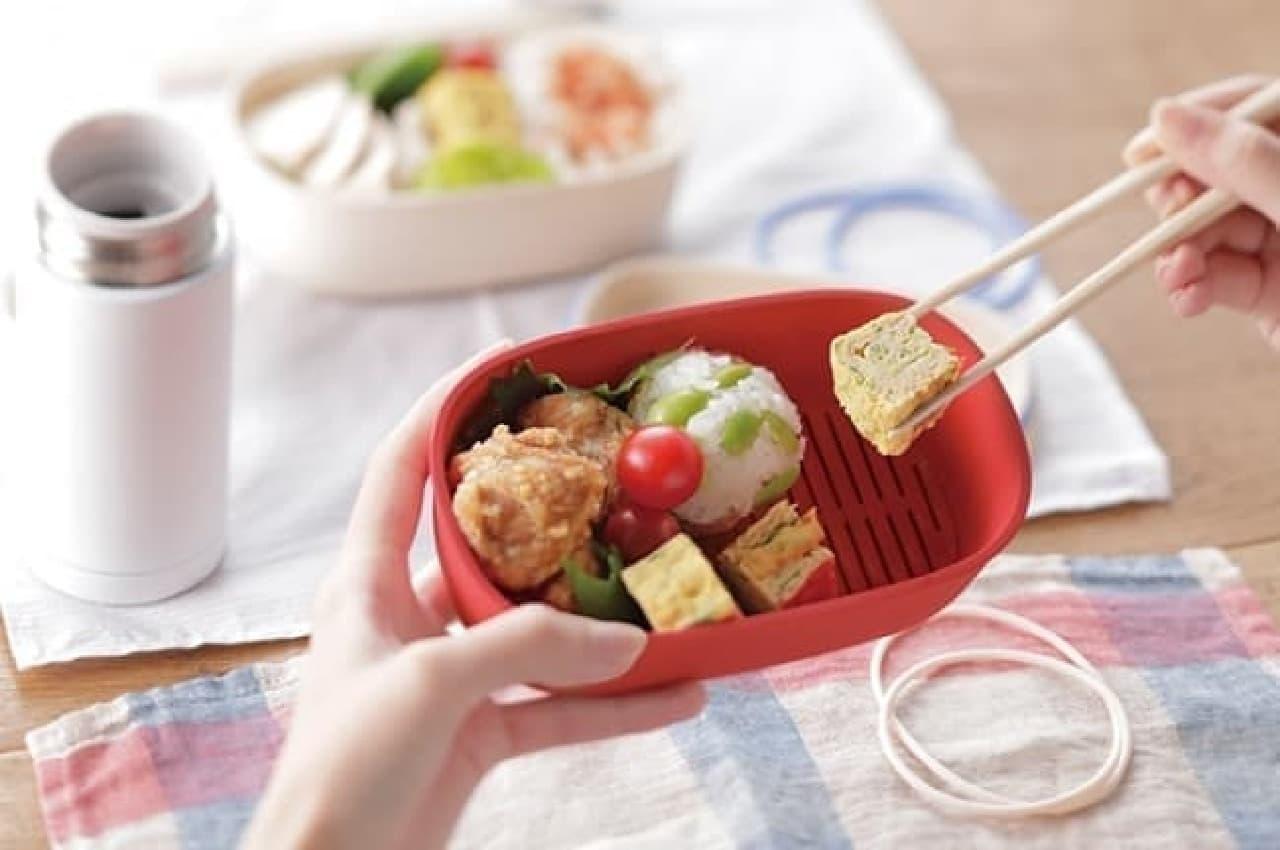お弁当のベチャベチャを防ぐ「すのこランチボックス」など--便利な弁当グッズがマーナから