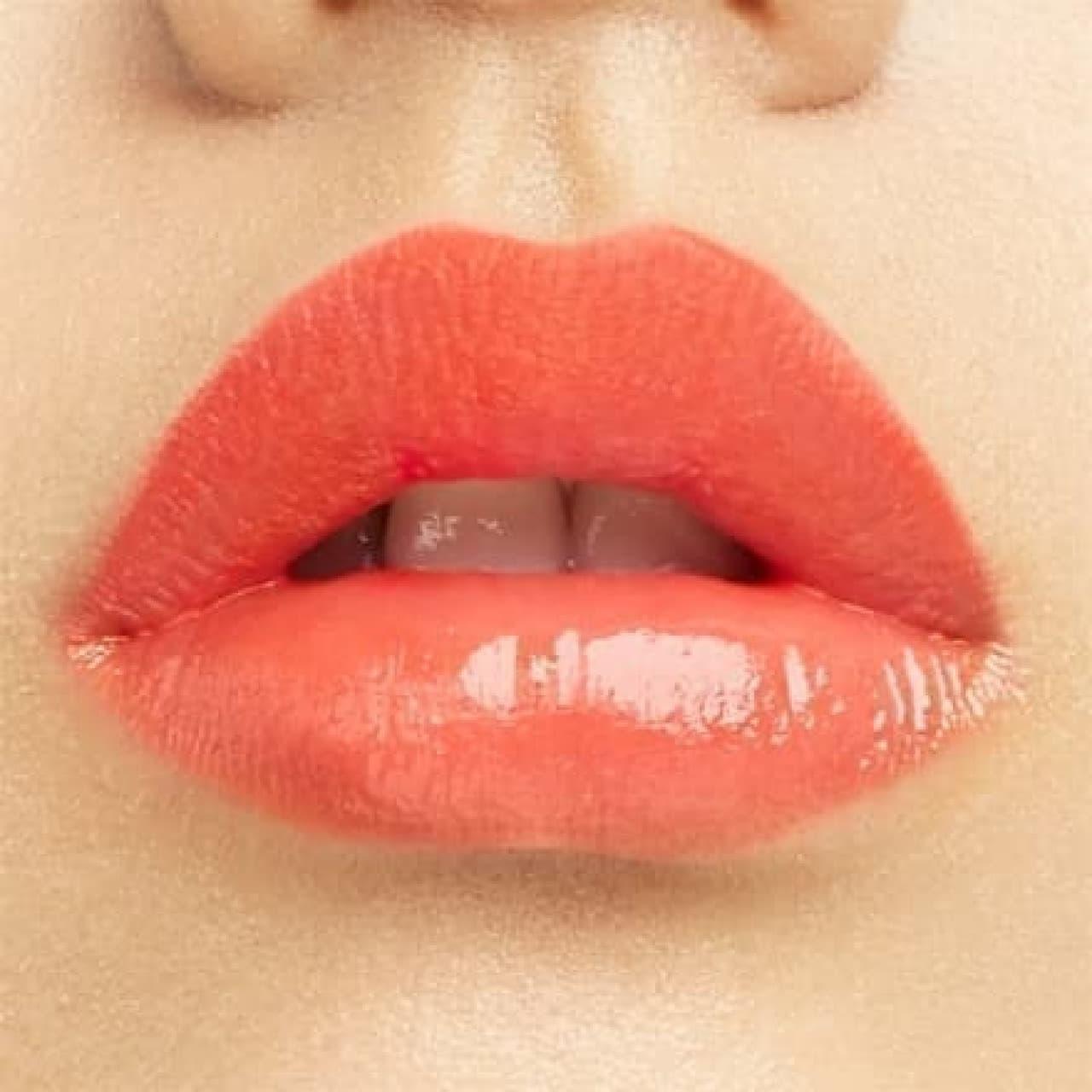 シュウ ウエムラのルージュ アンリミテッドを塗った唇