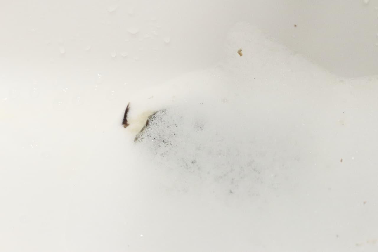 超快感!「らくハピ マッハ泡バブルーン 洗面台の排水管」で掃除してみた--汚れ・詰まりを一気に除去、消臭や除菌にも