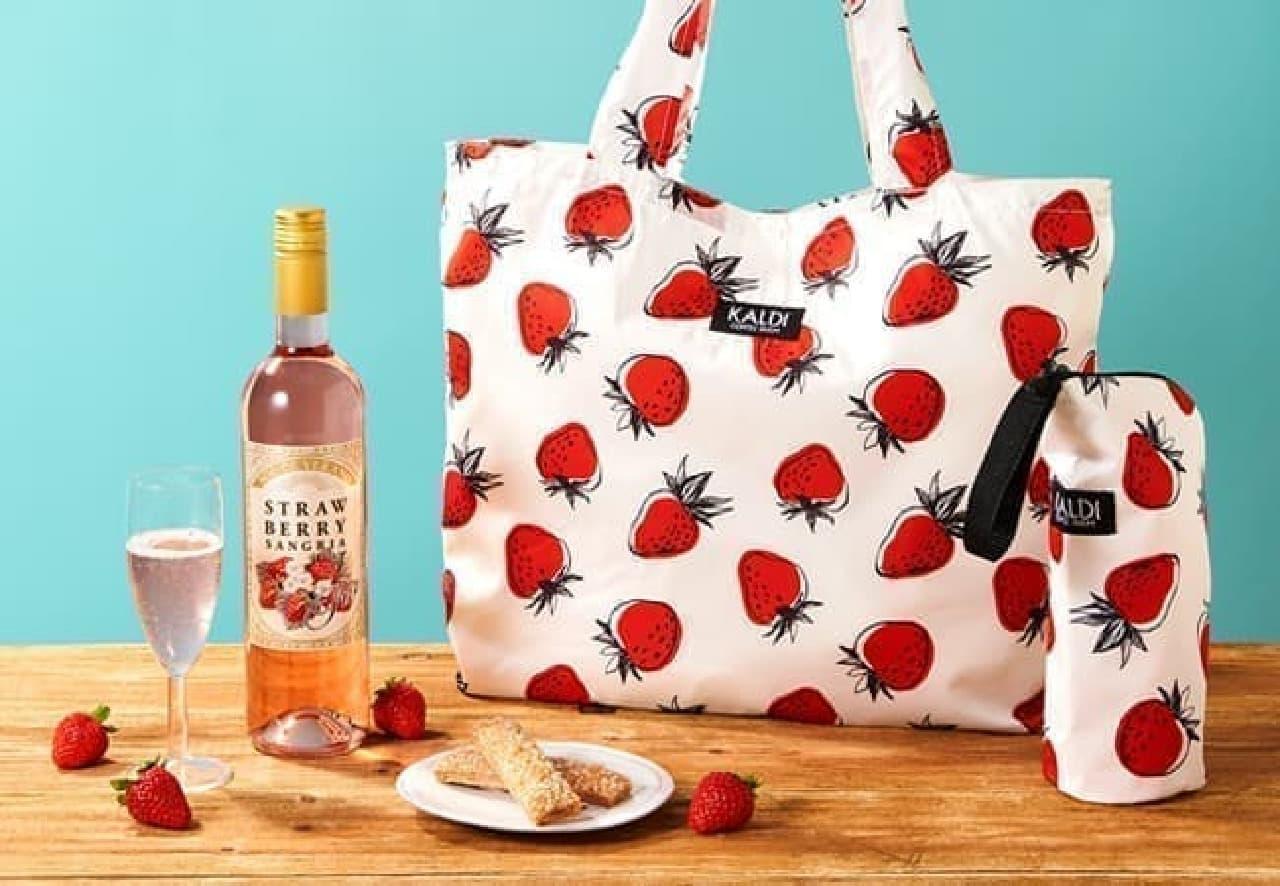 カルディから「いちごバッグ」--イチゴ柄トートバッグやボトルケース、パイ菓子などのセット