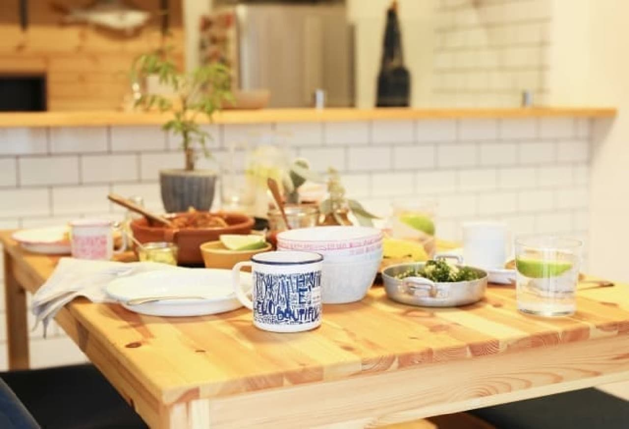 Afternoon Tea LIVINGにBEAMS DESIGNがプロデュースしたミニ水筒や食器、バッグの新商品