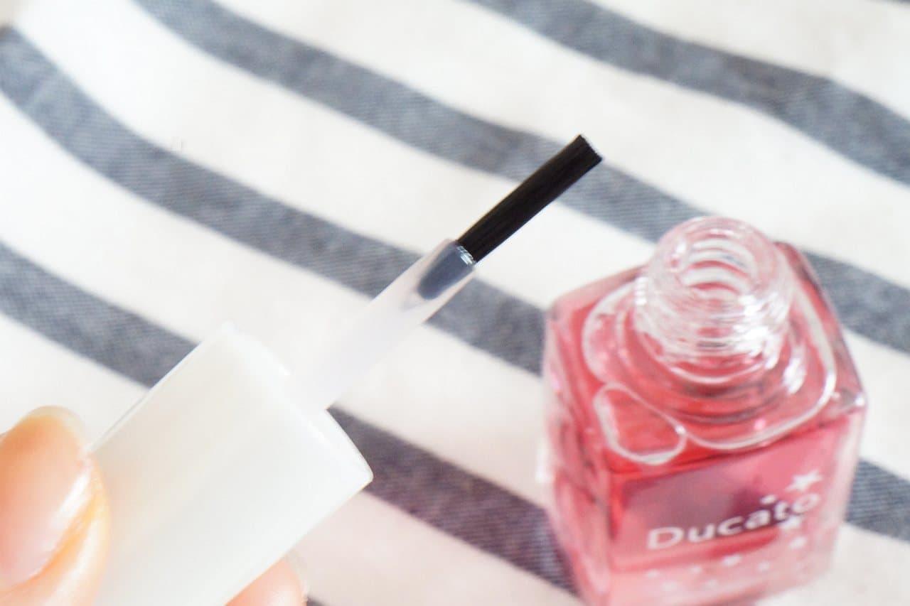 デュカートの爪美容液「グロウケアコート」を塗った爪