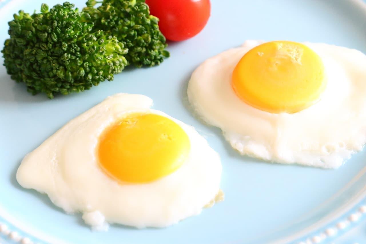 可愛いミニ目玉焼きが2個できる♪ 冷凍卵のレシピ