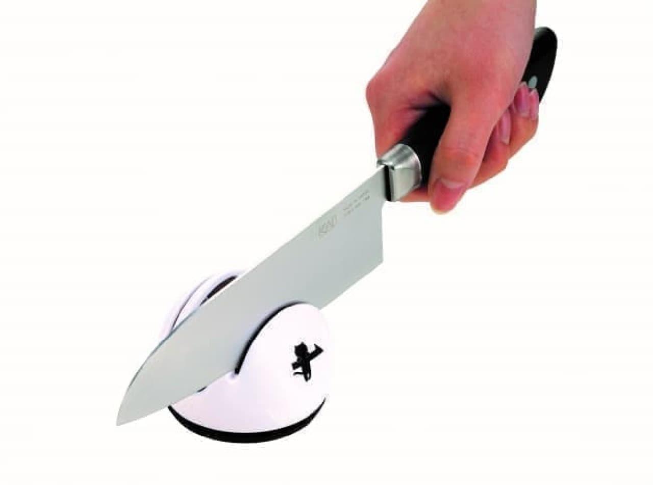 貝印のニャミーから、ねこのパン切りナイフとねこの包丁研ぎ