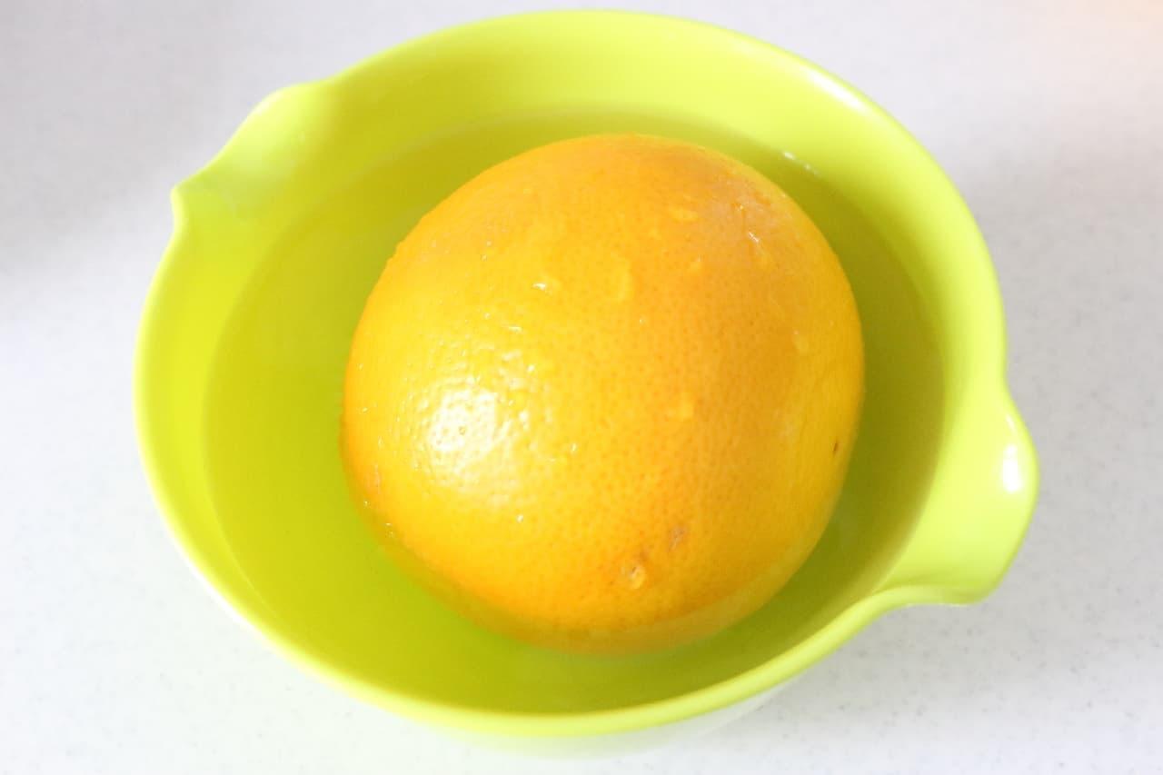ステップ3包丁いらず!グレープフルーツの皮を簡単にむく裏ワザ -- 熱湯で3分、みかんのようにツルンと