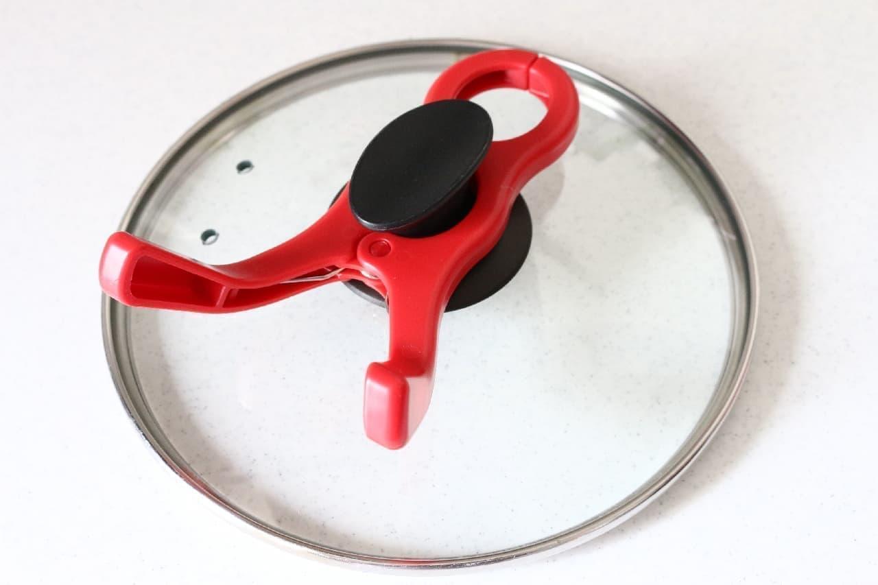ダイソーの便利アイテム「挟む鍋ふたスタンド」