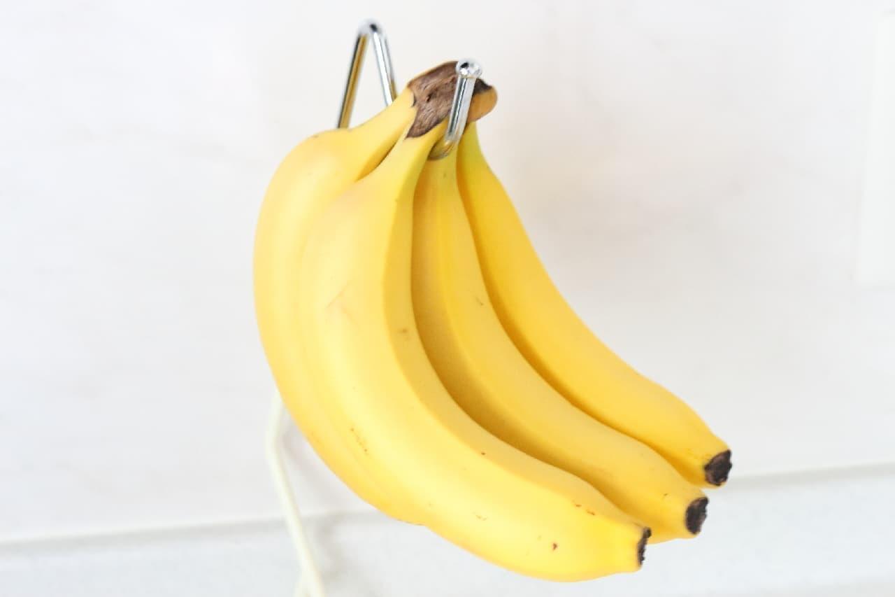バナナ好きにおすすめ♪ 100均「バナナスタンド」 -- 吊り下げ保存で傷みを抑えて長持ち