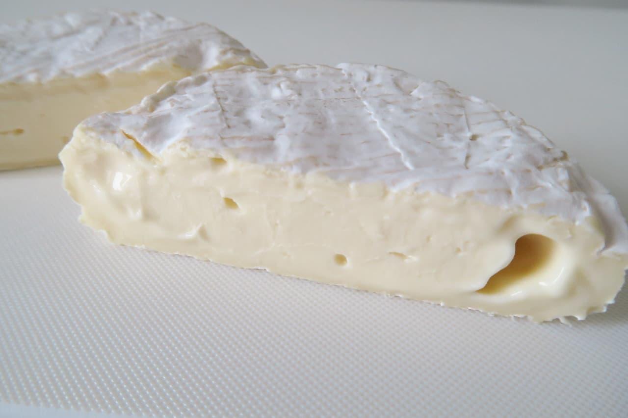 カマンベールチーズのきれいな切り方 -- クッキングシートで簡単に
