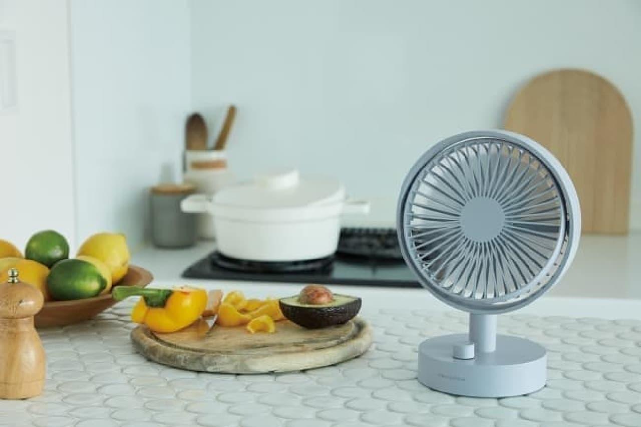 卓上扇風機「コードレス テーブル ファン」がレコルトから