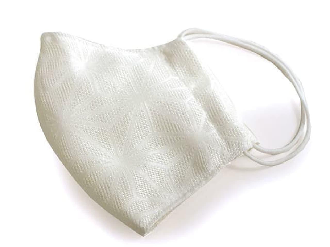 シンプルな白地で使いやすい「夏用麻の葉柄マスク」 -- 通気性に優れたクールマックス生地使用