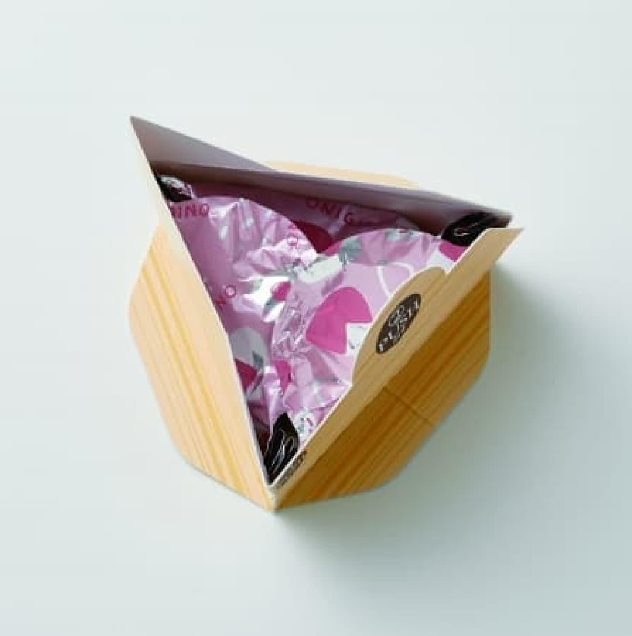 きれいな三角おにぎりを簡単に作ることができる「おにぎらないホイル」