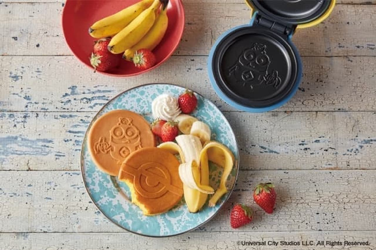 ミニオンのパンケーキができる「スマイルベイカーミニ/ミニオン」 -- 裏返す手間なしのミニホットプレート