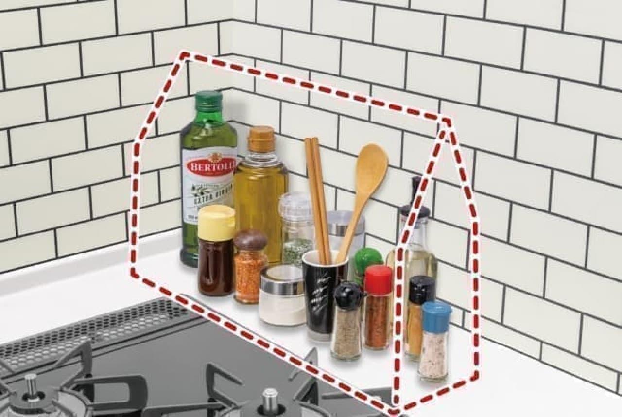 油ハネでベタベタになるのを防ぐ「調味料用さんかくハウス」 -- 調味料をコンロまわりにスッキリ収納