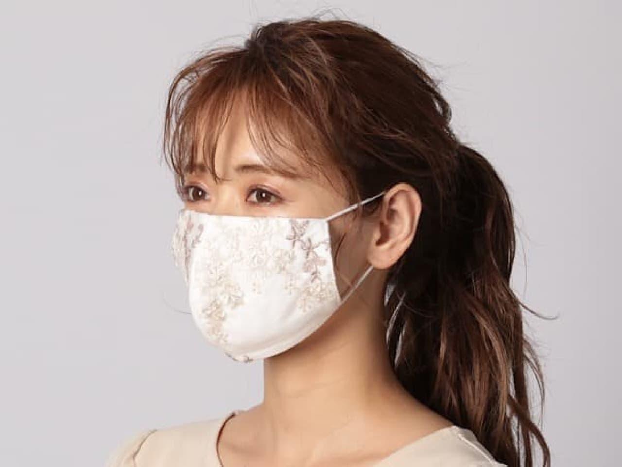 「フローラル刺繍マスク(巾着ケース付き)」がmysty womanから