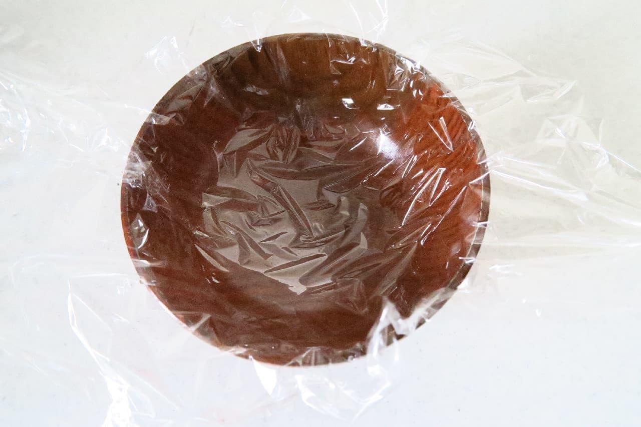 ステップ1電子レンジの解凍ムラ防止!ご飯の冷凍保存法 -- お椀+ラップでドーナツ状がコツ