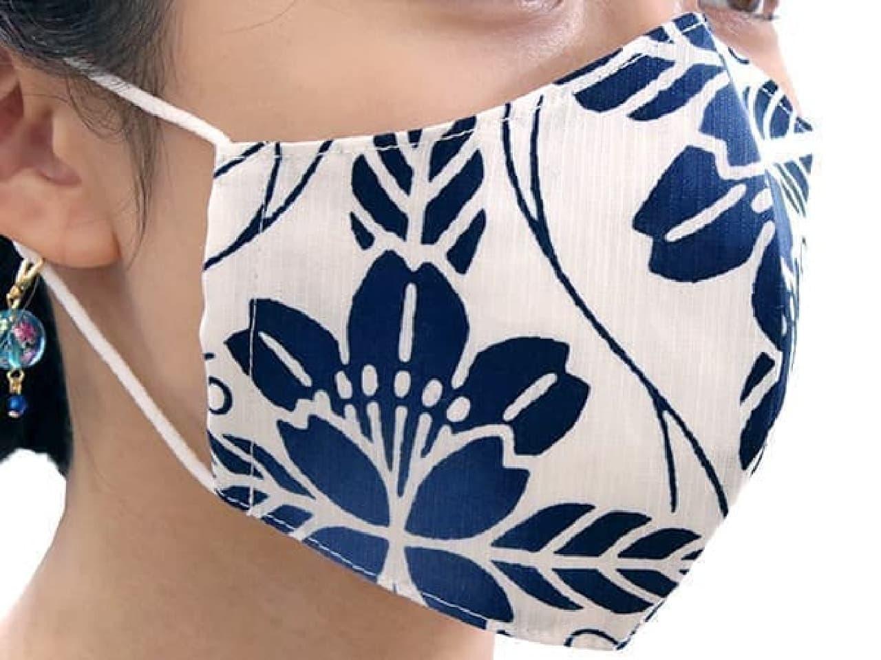 紺色の桜柄が涼し気!浴衣生地を使った和柄マスク -- キシリトール加工で呼吸も涼しく