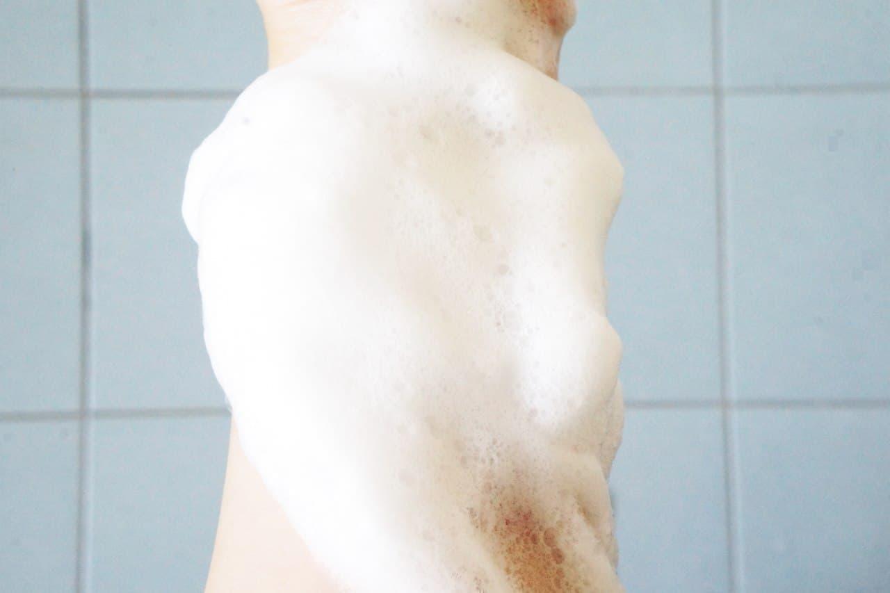 トップバリュ「メイクも落とせる洗顔フォーム」の泡