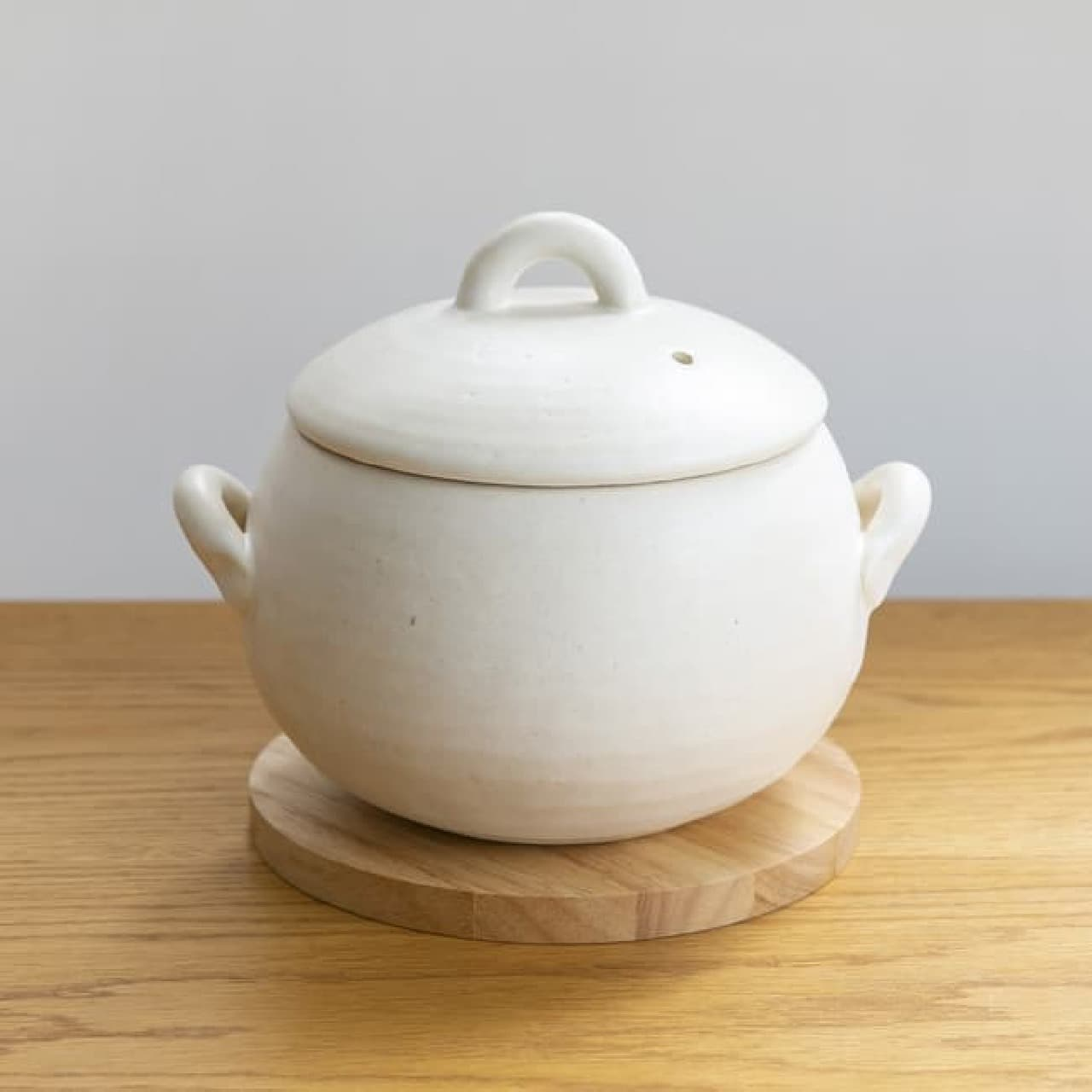 栗原はるみさんプロデュースの萬古焼「ごはん鍋」