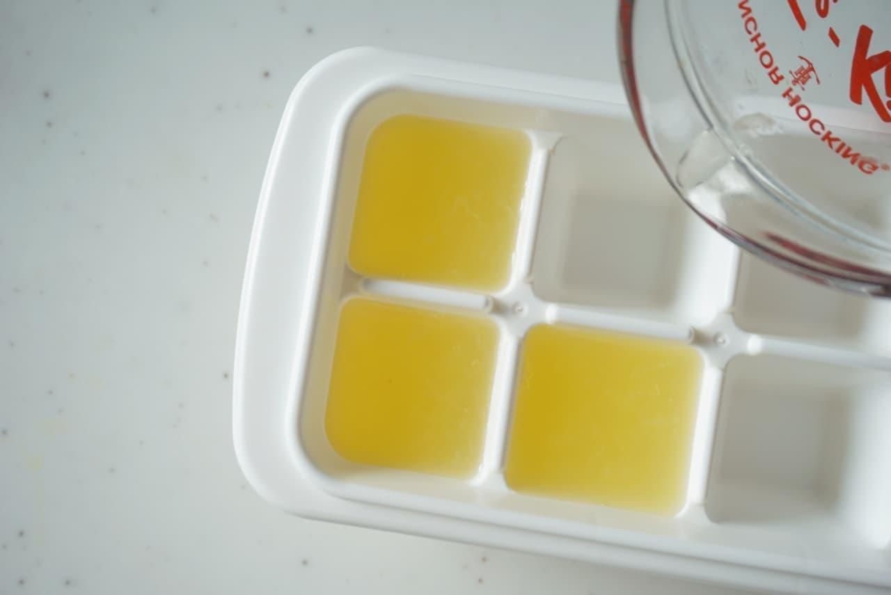 ステップ2製氷皿に入れて冷凍します