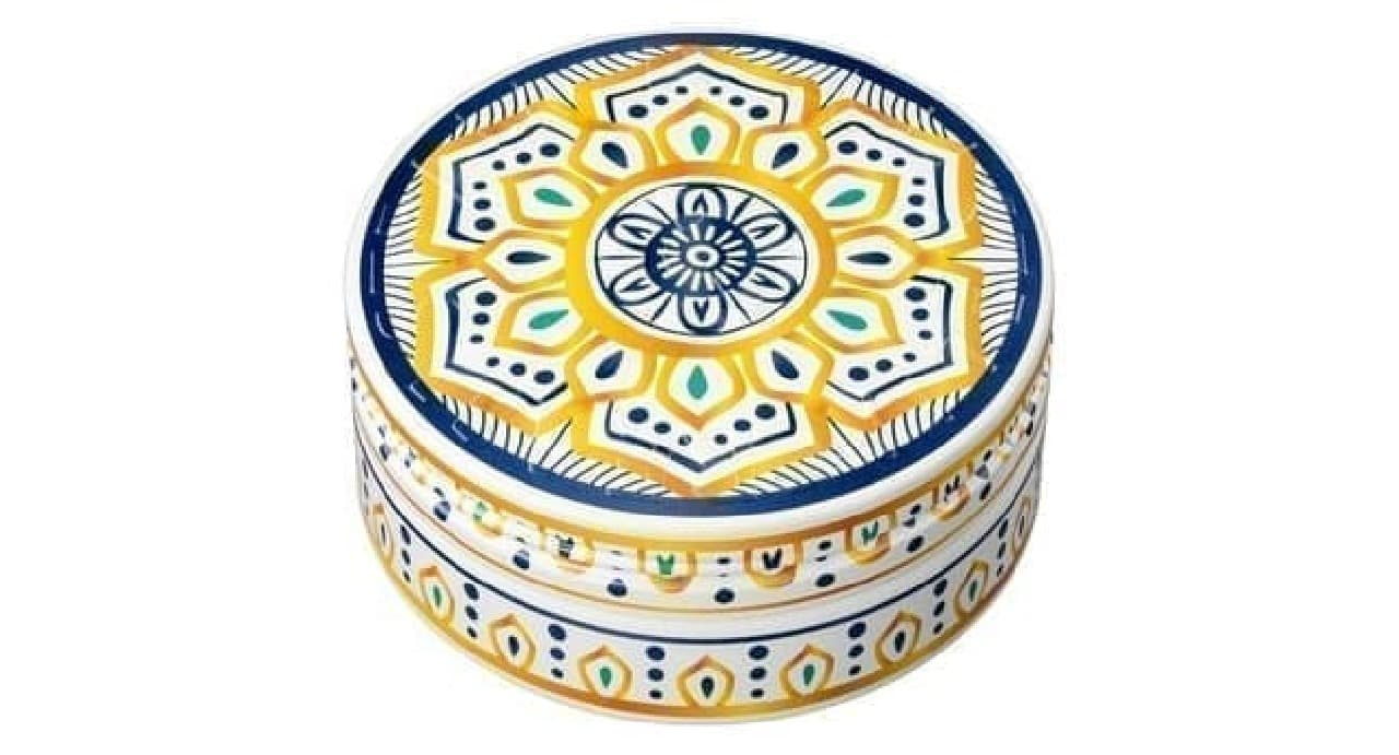 「スチームクリーム」のモロッコ陶器デザイン缶「LATIIFA(ラティーファ)」