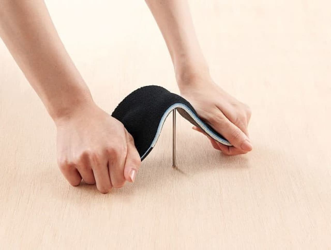 ガラス片から足を守る!防災インソール「足まもりーな」