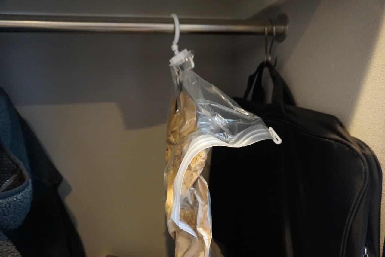 ダイソー「吊れる圧縮袋」