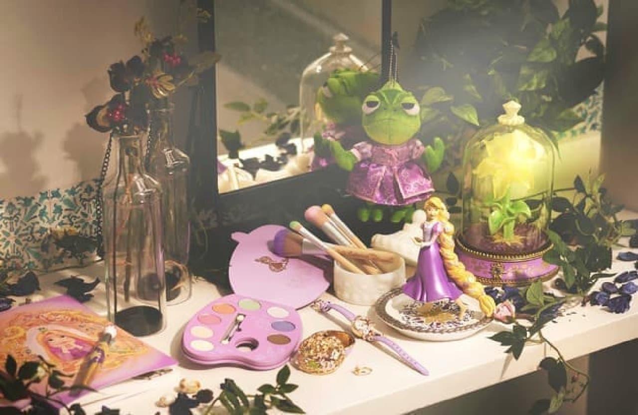 「塔の上のラプンツェル」10周年記念の雑貨がディズニーストアに -- 美しいアイシャドウパレットやフィギュアなど