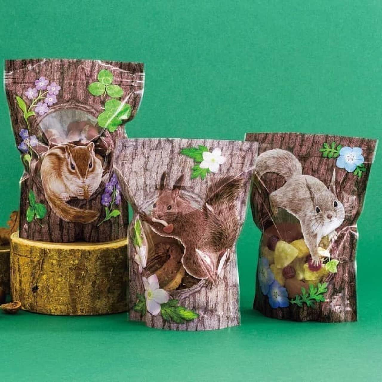 「巣穴にお菓子を隠すリスたちのおすそ分けジッパーバッグ」がYOU+MORE!から