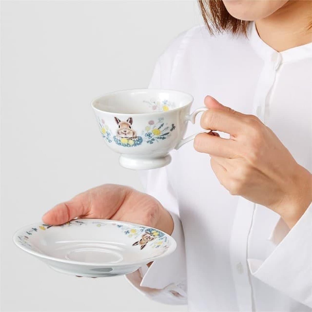 「うさぎと草花のティーカップ&ソーサ―」YOU+MORE!から