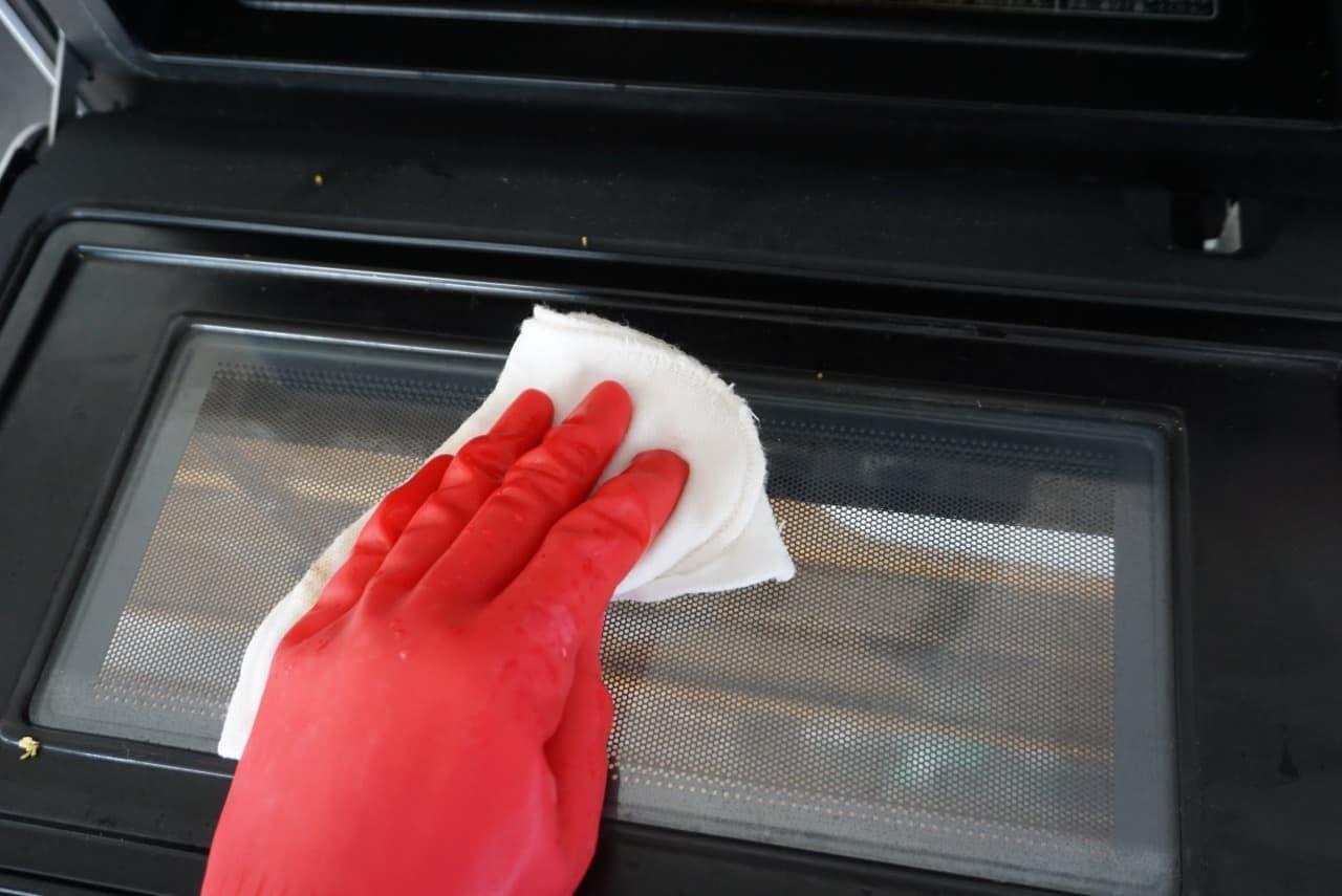 ステップ3みかんの皮で電子レンジ掃除