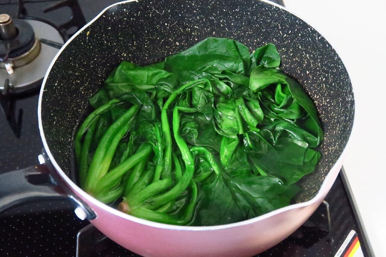 フライパンで簡単!ほうれん草のゆで方 -- 少ないお湯でシャキッと