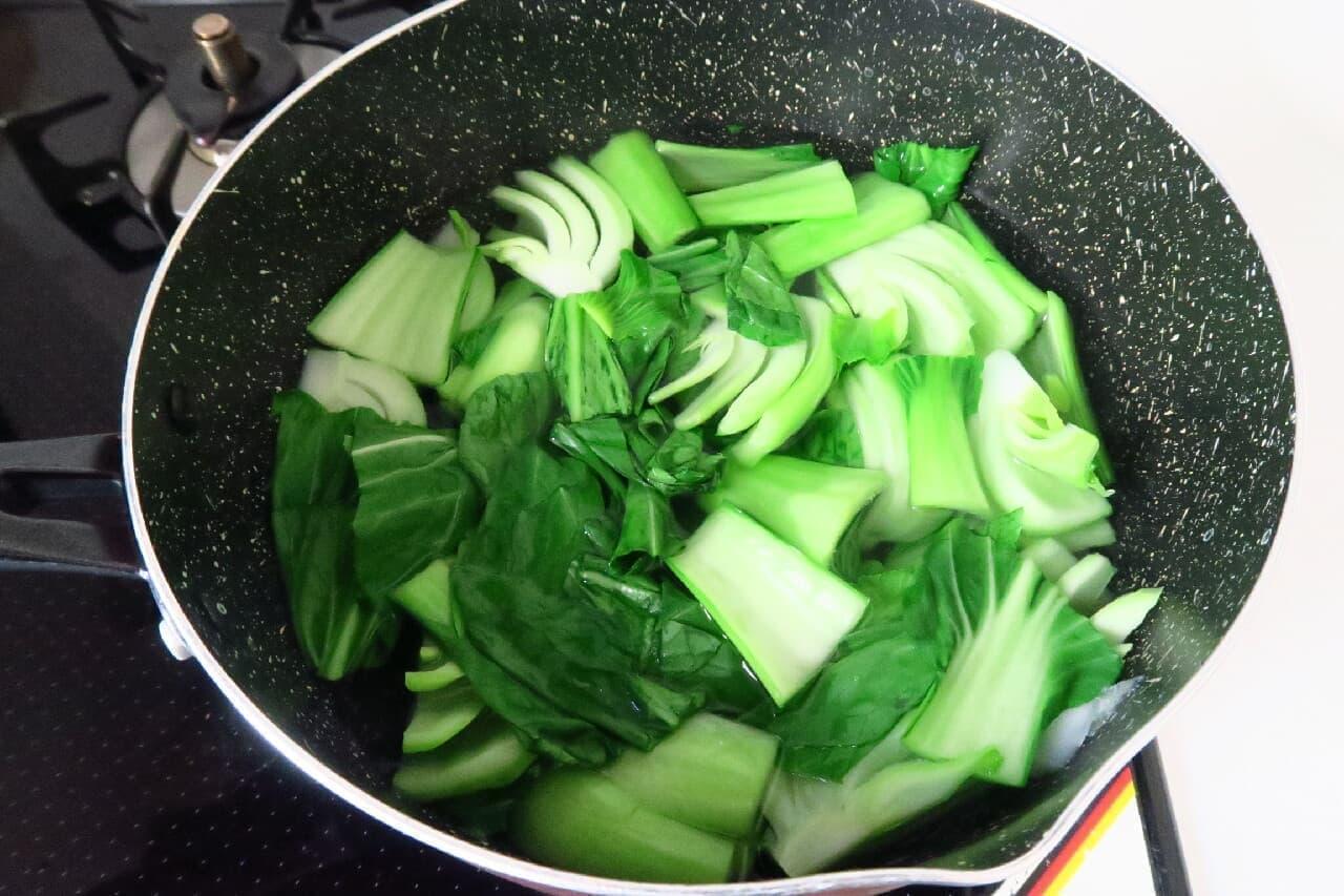 シャキッと色鮮やか♪ チンゲン菜のゆで方 -- 茎・葉を分けるのがコツ