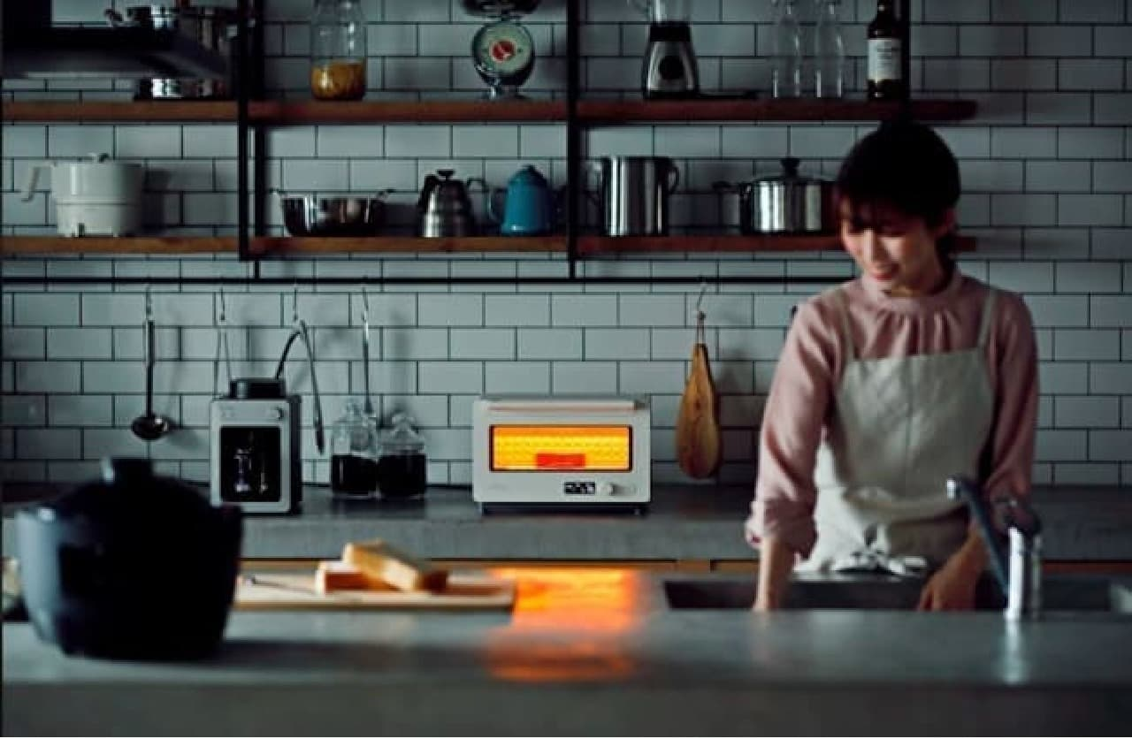 ムラなく焼く「すばやきトースター」がシロカから -- 厚切りパン・クロワッサンもおいしく