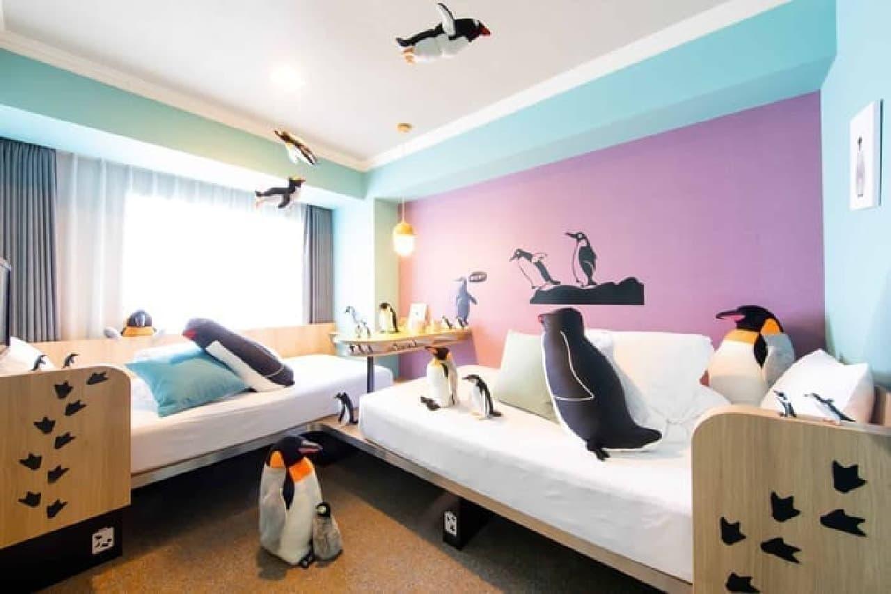 「星野リゾート OMO7旭川」ペンギンルーム誕生!ペンギン&旭山動物園の看板に囲まれて