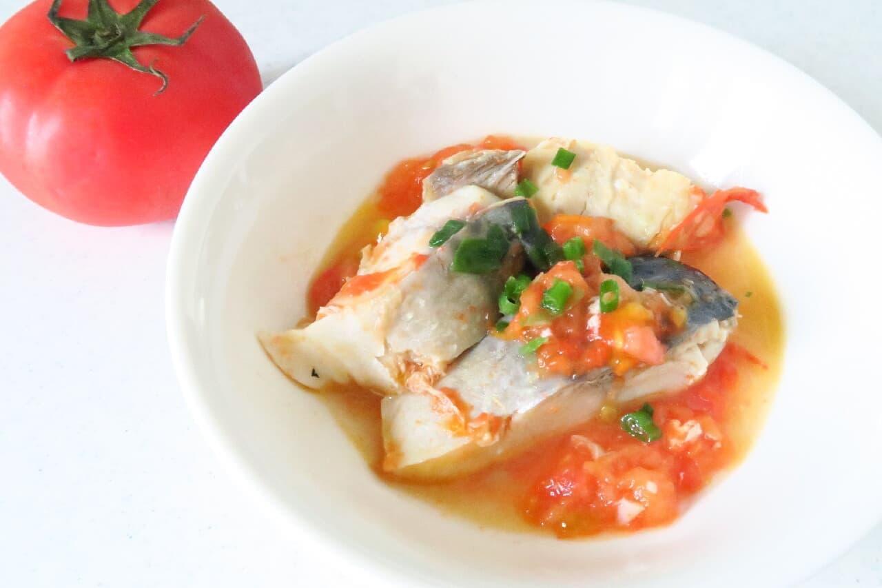 冷凍トマトと塩サバの煮物