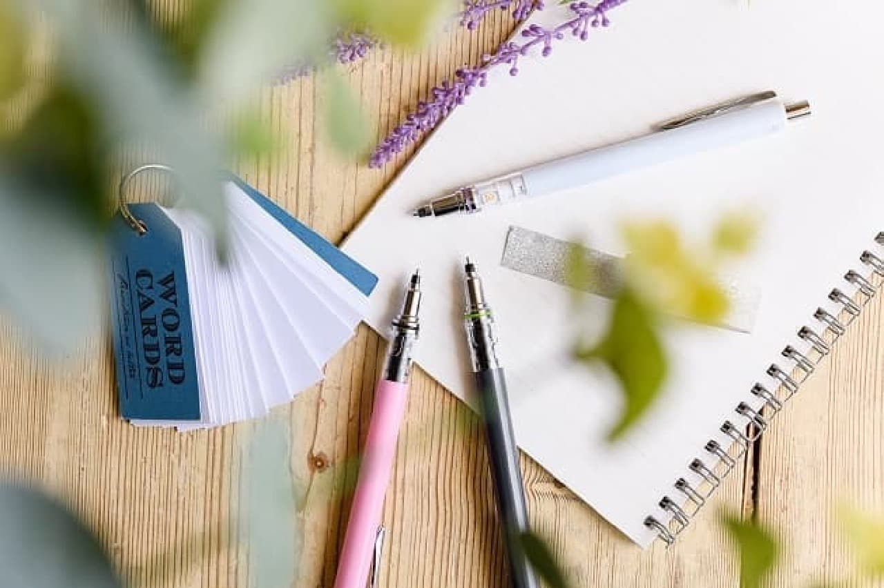 三菱鉛筆「ADVANCE(アドバンス)」数量限定カラー -- キレイな文字が書けるシャープペンシル
