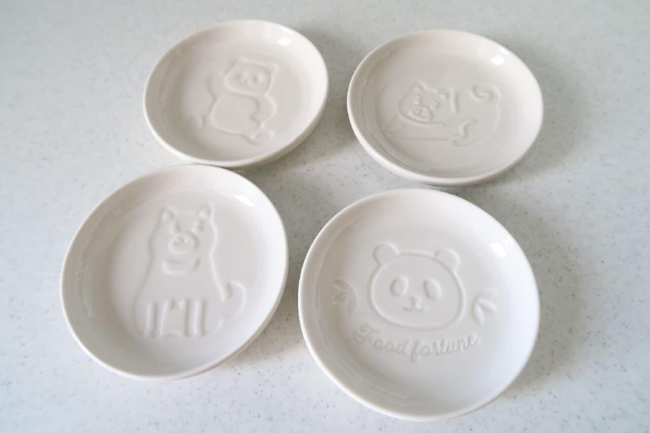 100円ショップ「ダイソー」で見つけた「醤油皿(パンダ柄)」と「醤油皿(柴犬柄)」をご紹