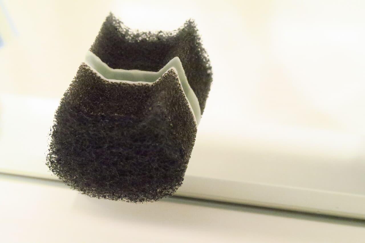 100均のネコ型スポンジ「ネコピカ」鏡に設置&洗面台掃除が手軽に