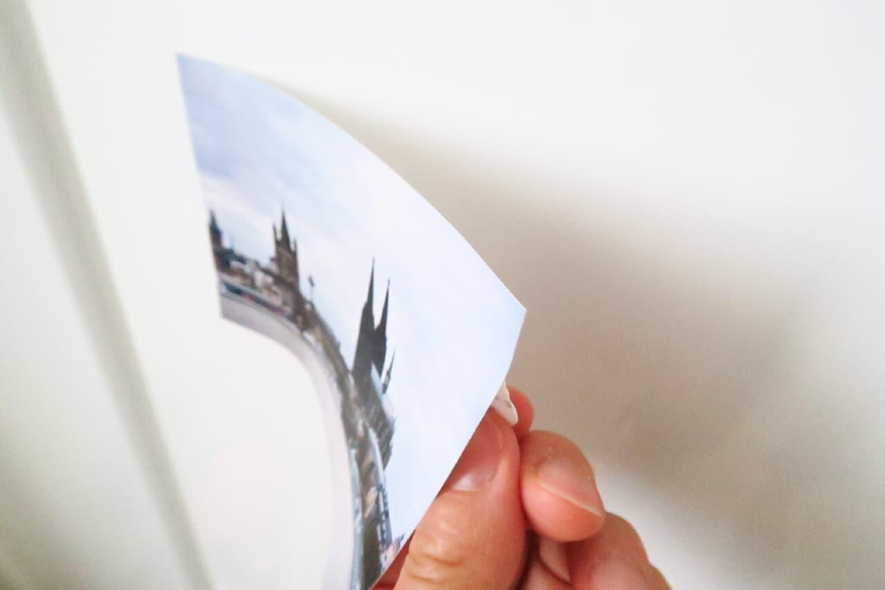 ダイソー「しっかり貼れてきれいにはがせる両面テープ」ポスター・写真を簡単はり替え