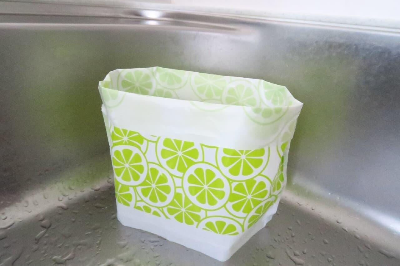 三角コーナー不要!ダイソー「水切りゴミ袋」自立型で便利&おしゃれな見た目