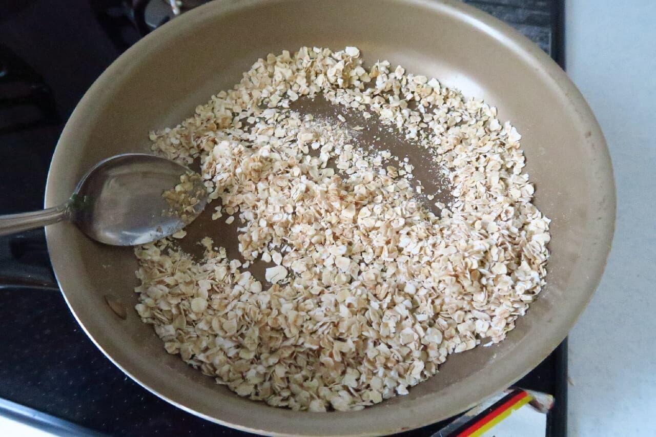 フライパンで簡単♪ 手作りグラノーラのレシピ -- オートミール&ドライフルーツで自分好みに
