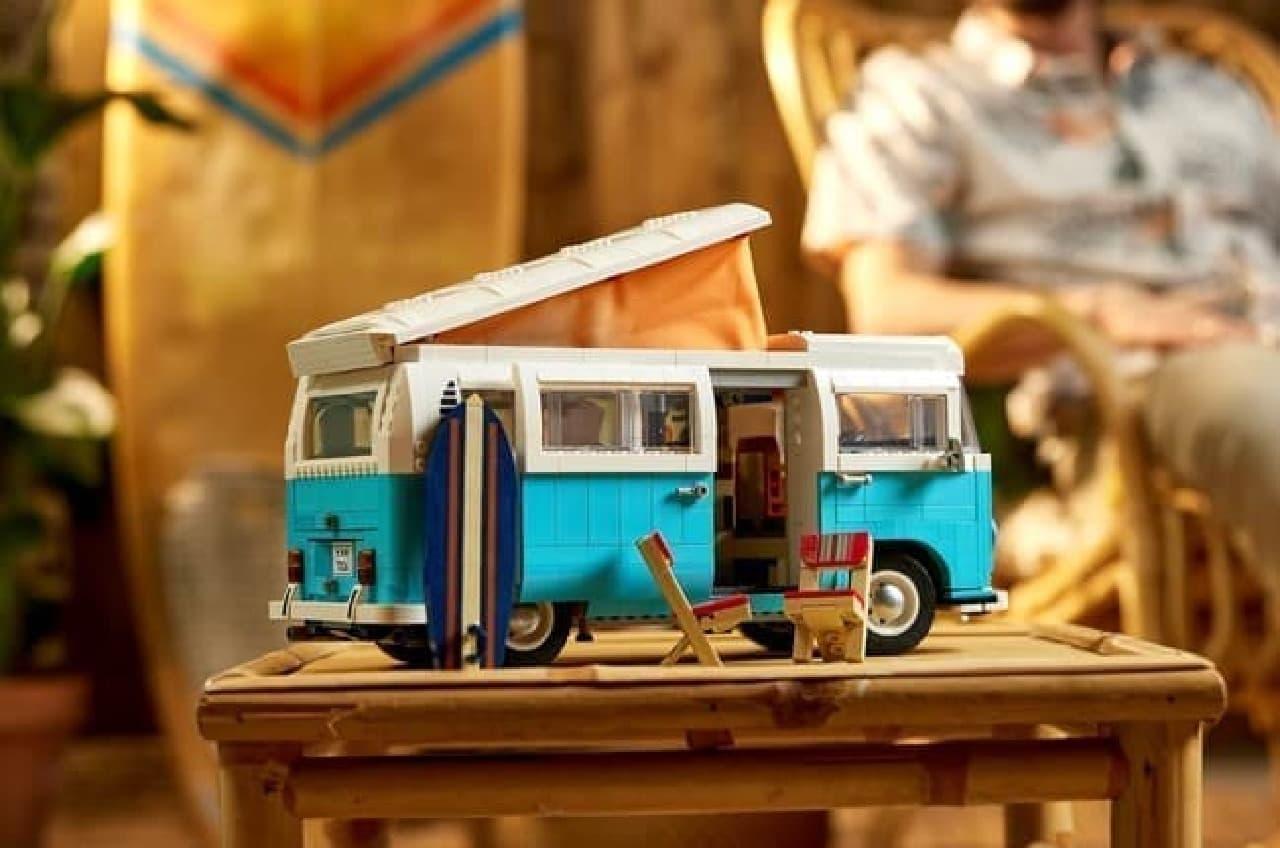 「レゴ フォルクスワーゲン タイプ 2 バス キャンピングカー」発売 -- テント付きの本格的レゴ