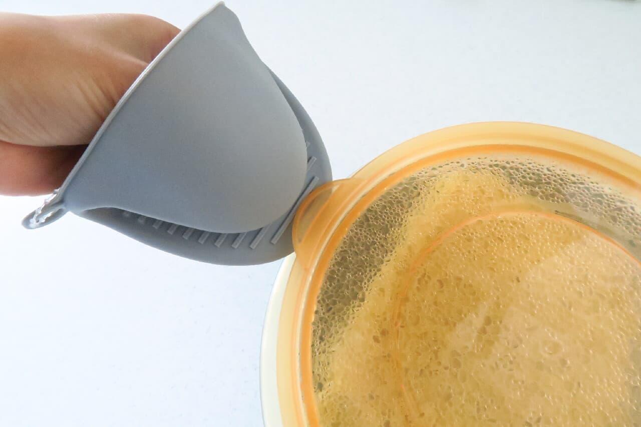 「シリコン製ミトン」でオーブン調理スムーズに -- 手入れ簡単&コンパクト