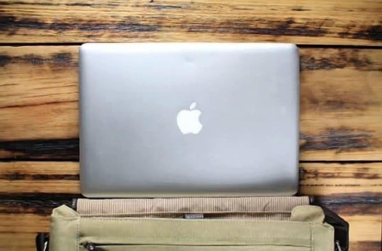 ノート PC は A4 ファイルサイズが主流  でも、水筒は円筒形のままです